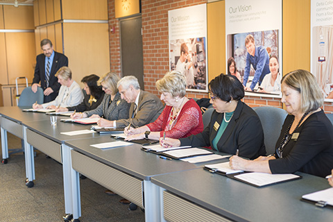 Administrators signing the new nursing agreement with Davenport University.