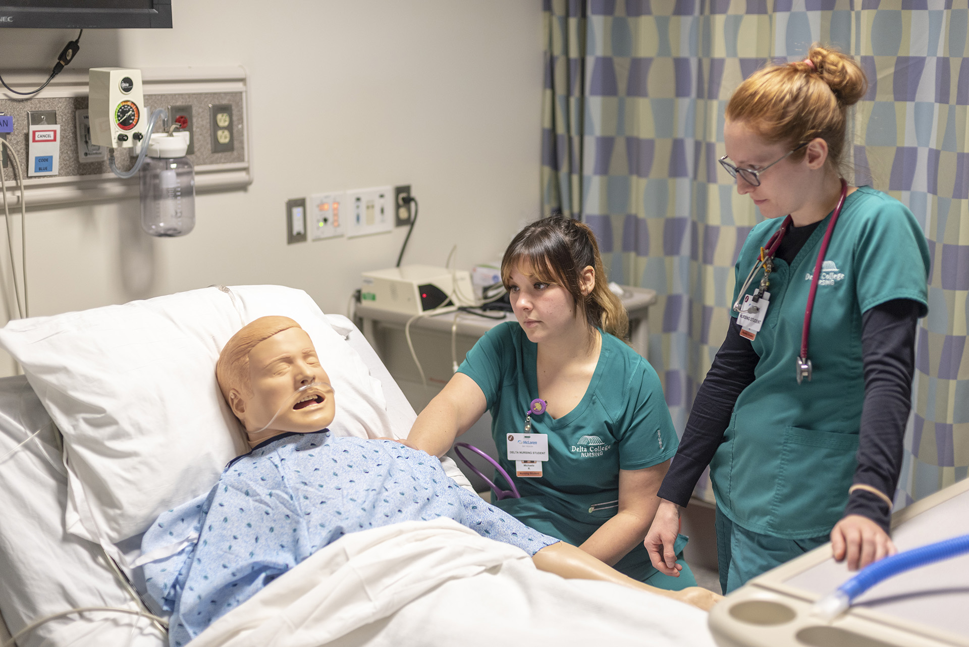 Nursing students work in the simulation lab.